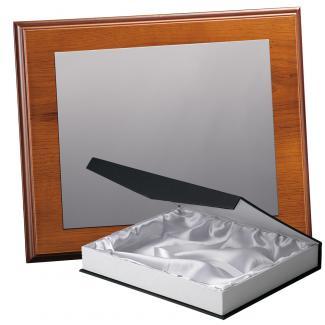 Kit placa de madera color roble avellana mate, aluminio y estuche lujo, serie P170B-50860 (Frontal)